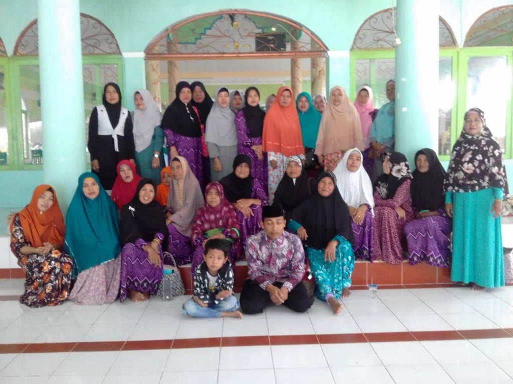 Sejumlah Ibu PKK di Kalimantan Tengah Latihan Pimpin Tahlil