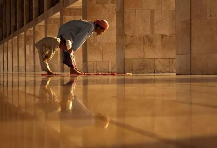 Formasi Barisan Shalat Imam dengan Satu Makmum