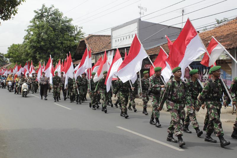 Kirab Merah Putih Awali Peringatan Maulidurrasul di Kanzus Sholawat Pekalongan