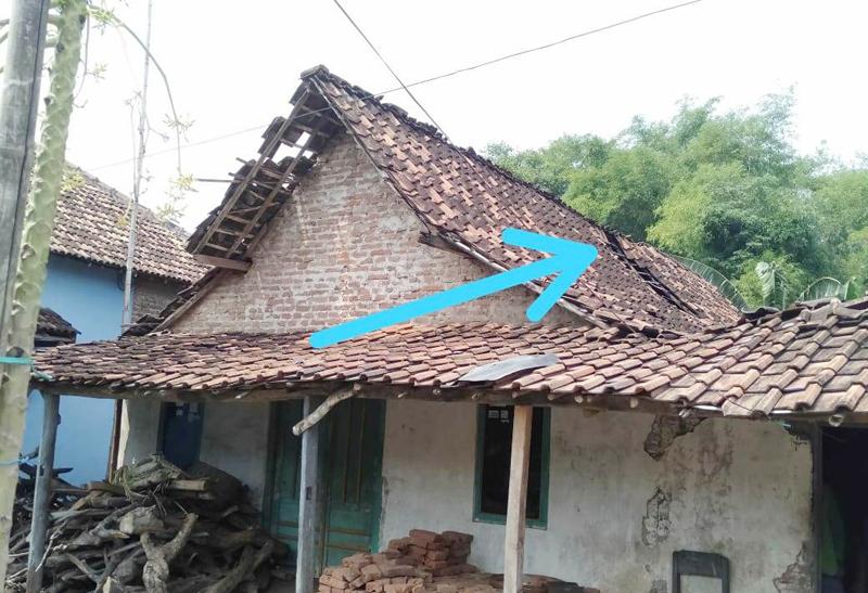 Banser Madiun Bantu Perbaiki Rumah Anggota