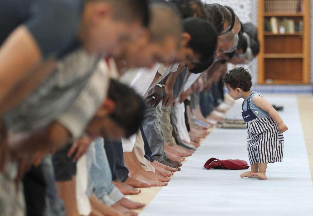 Apakah Posisi Anak-anak di Shaf Pertama Hilangkan Keutamaan Shalat Jamaah?