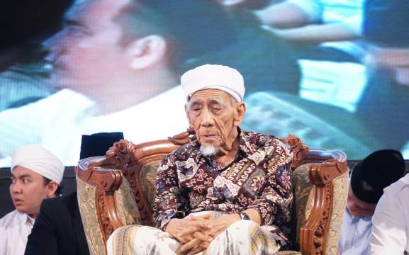 KH Maimoen Zubair: Gus Dur Membawa Saya Menjadi Pengurus PBNU