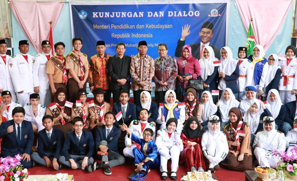 Mendikbud Tinjau Sekolah Indonesia Jeddah dan Semangati Guru dan Murid