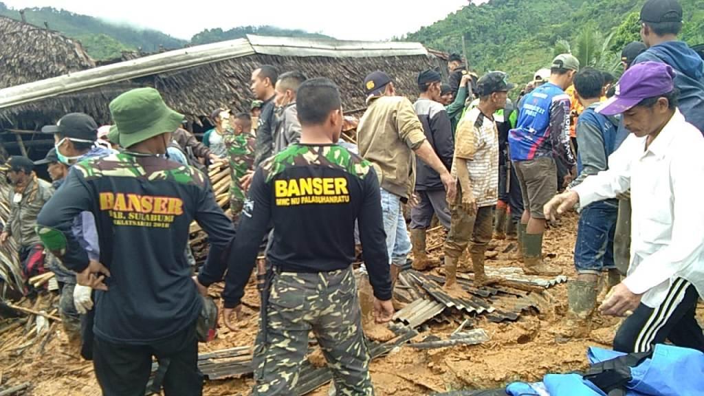 Banser Palabuhanratu dan Cikakak Evakuasi Korban Longsor Sukabumi Selatan