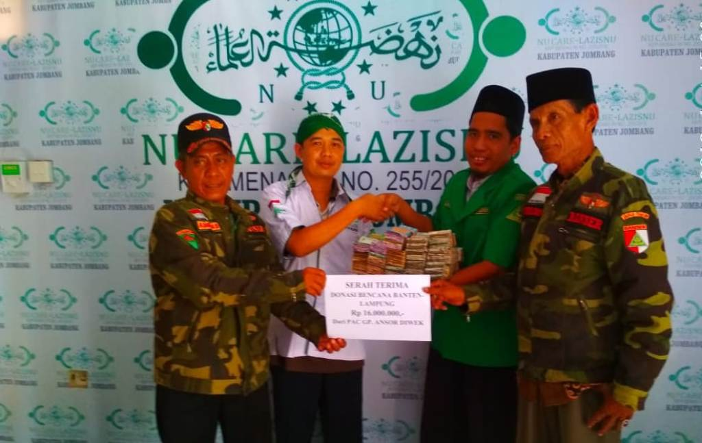 Ansor-Banser Diwek Serahkan Belasan Juta untuk Banten-Lampung Melalui LAZISNU