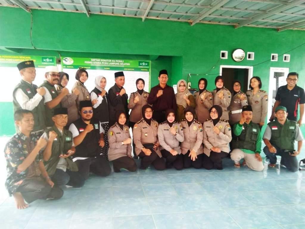 Salurkan Bantuan, Polwan Polda Jatim Gandeng NU Peduli Lampung