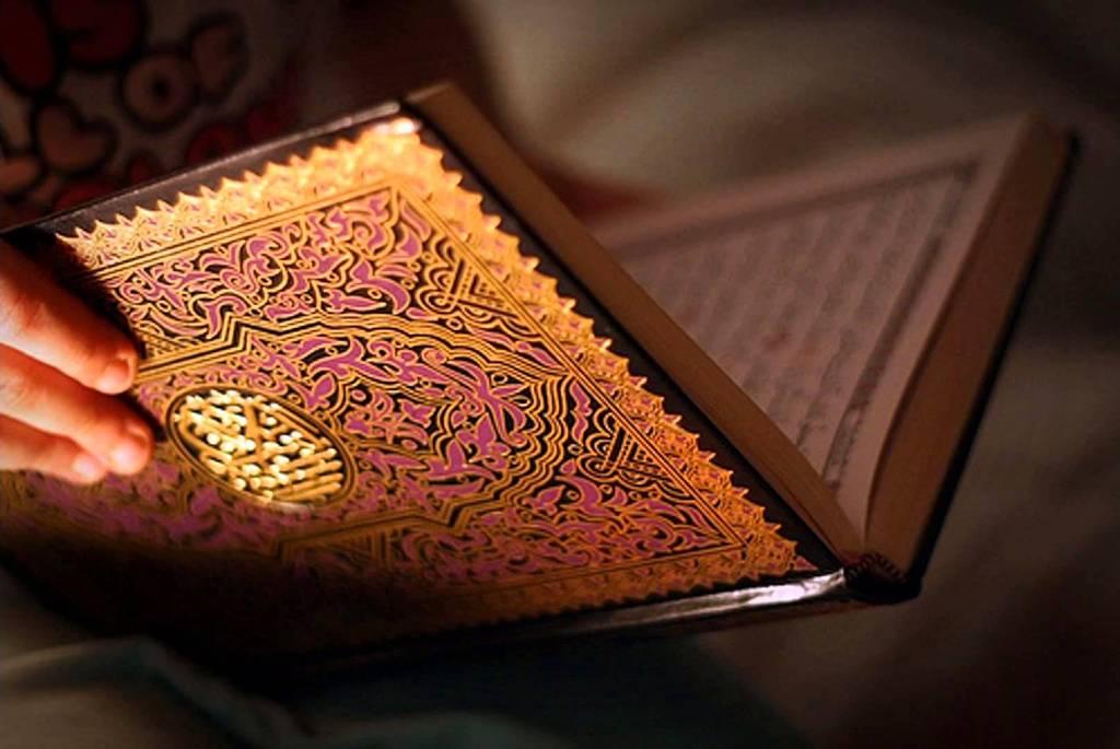 Hukum Menangis dan Pura-pura Menangis saat Membaca Al-Quran