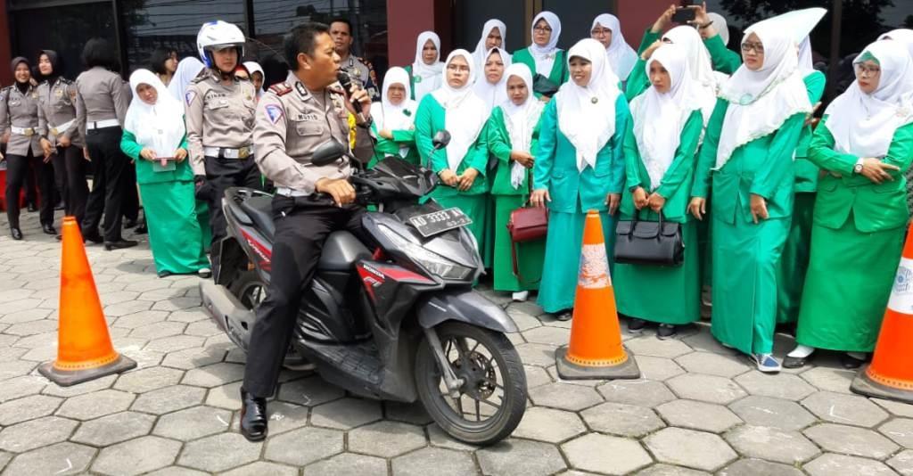 Fatayat NU Jateng Siap Jadi Pionir Aman dalam Berkendara