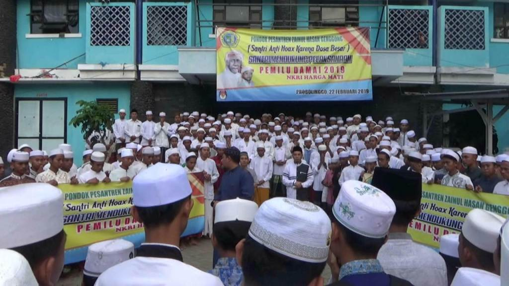 Dukung Pemilu 2019 Damai, Ribuan Santri Zaha Genggong Deklarasi Antihoax