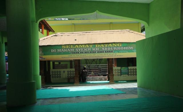 Makam KH Abdurrohim dan Bedug Jimat KH Marzuqi di Citangkolo