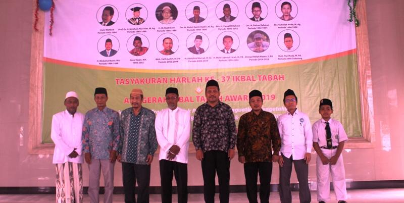 Pesantren Tarbiyatut Tholabah Lamongan Bagikan Ikbal Tabah Award