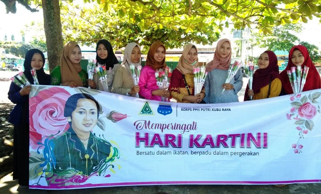 IPPNU dan Kopri Kubu Raya Kalbar Bagikan Ratusan Bunga