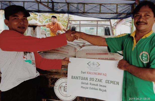 LAZISNU Bontang Salurkan Bantuan Pembangunan Rumah Imam Masjid