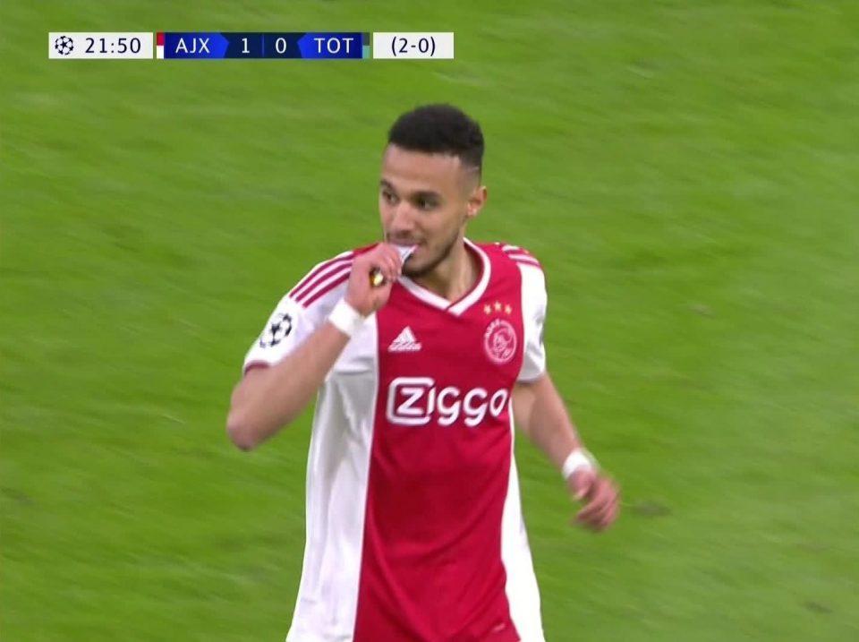 Mengenal Mazraoui dan Ziyech, Pemain Ajax yang Buka Puasa di Tengah Pertandingan