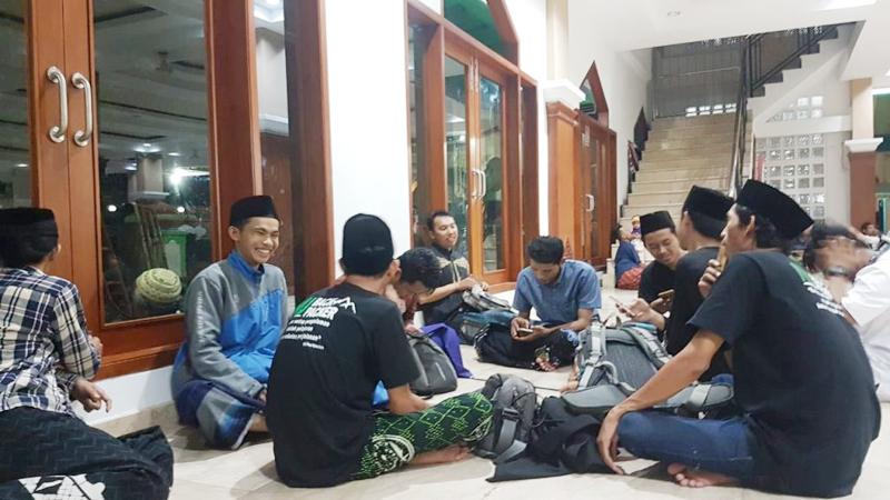 Backpacker NU Batang Manfaatkan Ramadhan untuk Tarling Masjid