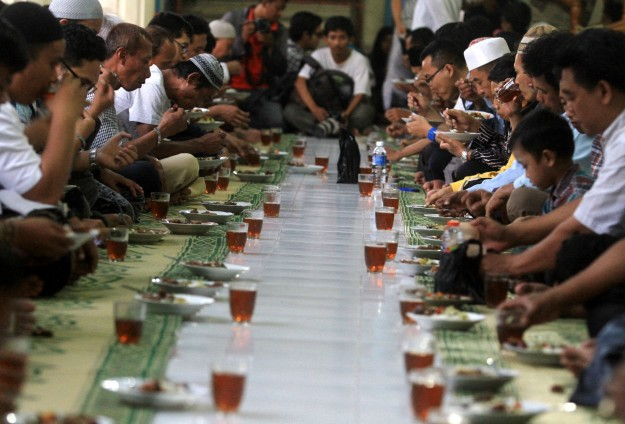 Tuntunan Agama Menyangkut Makanan