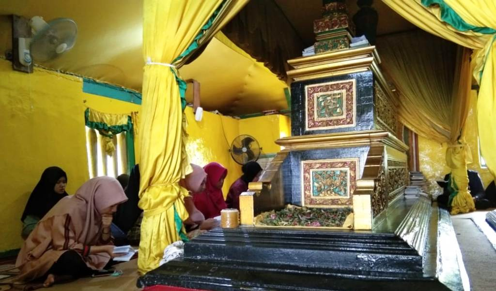 PMII IAIN Pontianak Ziarahi Tiga Makam Ulama Borneo