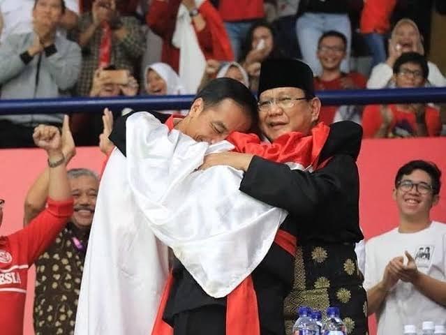 Foto Jokowi-Prabowo Berpelukan Kembali Ramai Ditanggapi Warganet