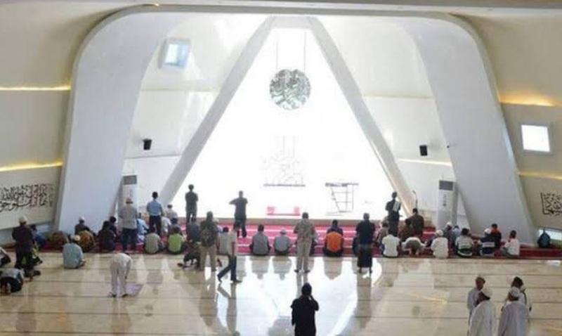 Melihat-lihat Arsitektur Masjid Kontroversial Kang Emil