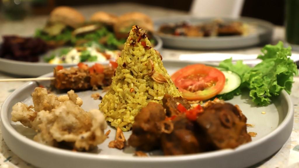 Hukum Makan di Masjid saat Perjalanan Arus Balik