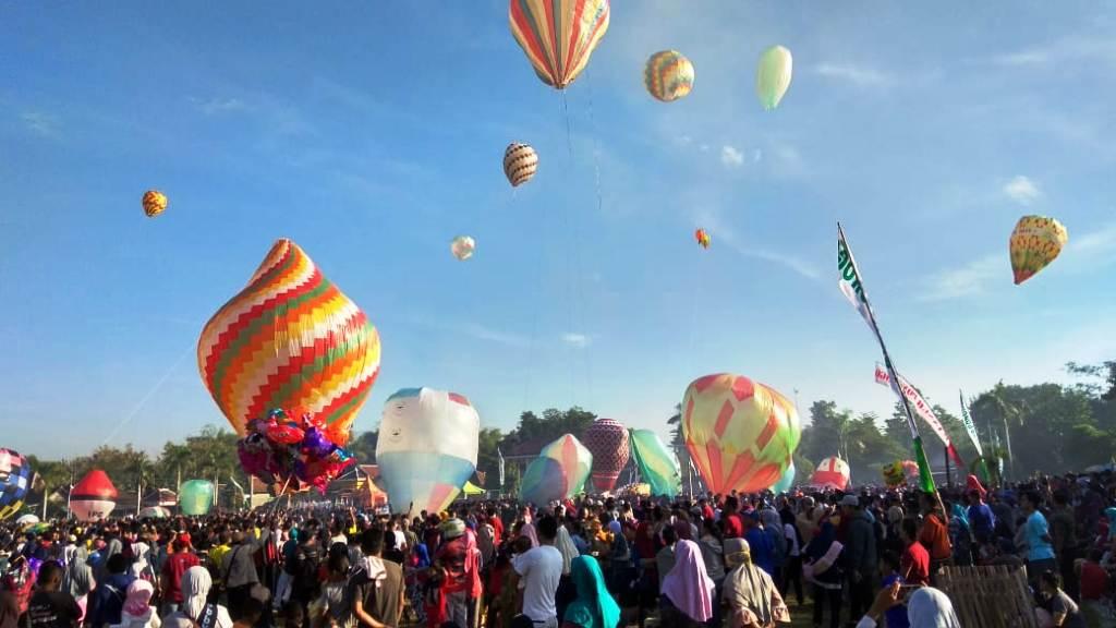 Puluhan Balon Udara Hiasi Tutup Syawal di Ponorogo