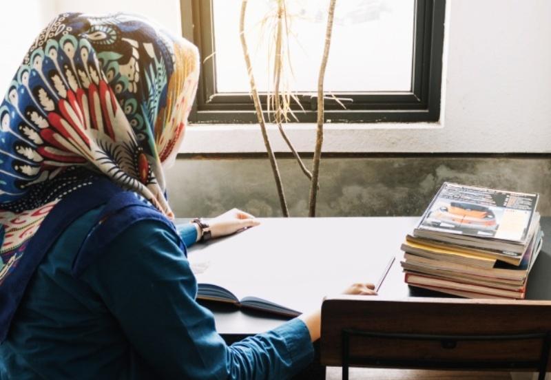 19 Adab Perempuan terhadap Dirinya Sendiri Menurut Imam al-Ghazali