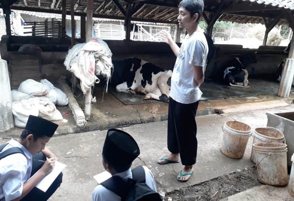 Madrasah di Ponorogo Gelar Masa Taaruf dengan Turun Lapangan