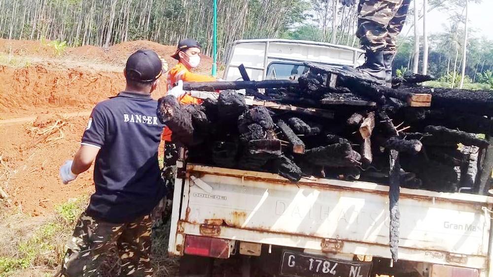 Banser Batang Terjunkan Personel Bantu Warga yang Kebakaran