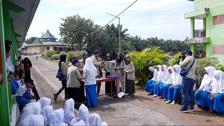 KKN UGM Kenalkan Sains Terapan di Madrasah