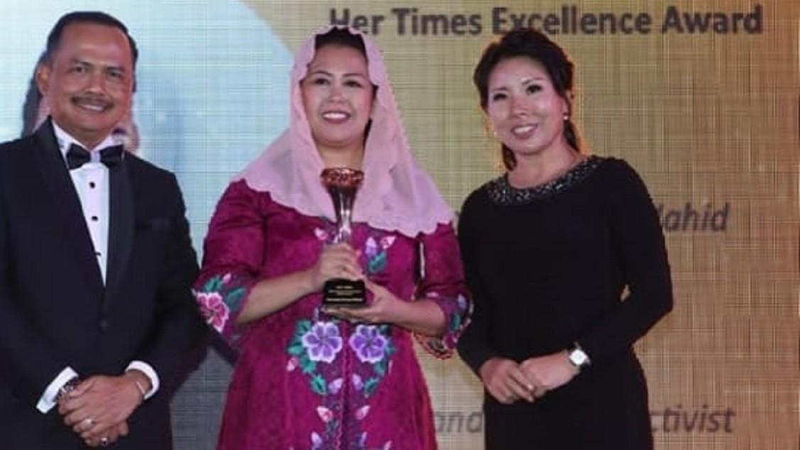 Berdayakan Perempuan, Yenny Wahid Diganjar Rising Women Empowerment Award 2019