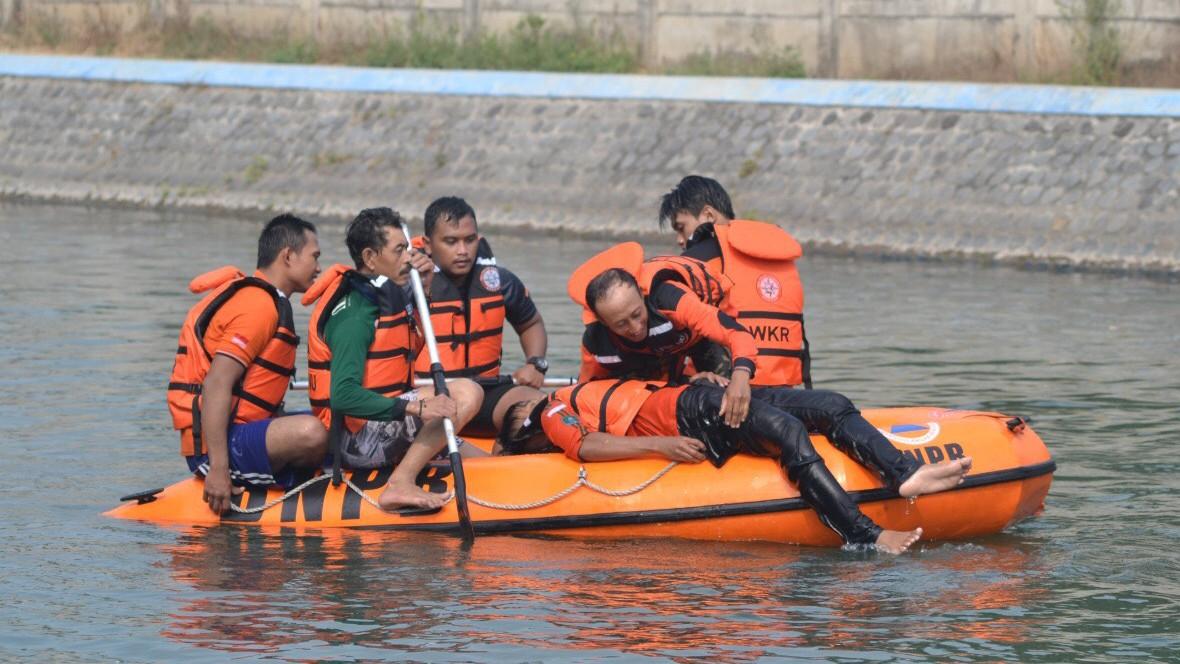 LPBINU Mojokerto Bekali Anggotanya Pertolongan di Air