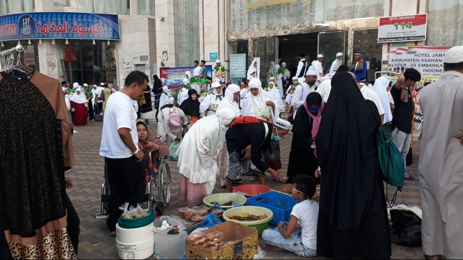 Pasar Pagi Dadakan, Obat Kangen Jemaah Haji Nikmati Masakan Indonesia