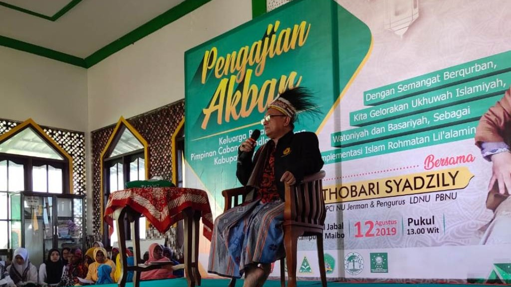 Dakwah di Papua Barat, KH Thobary Syadzily Disambut Tarian Adat