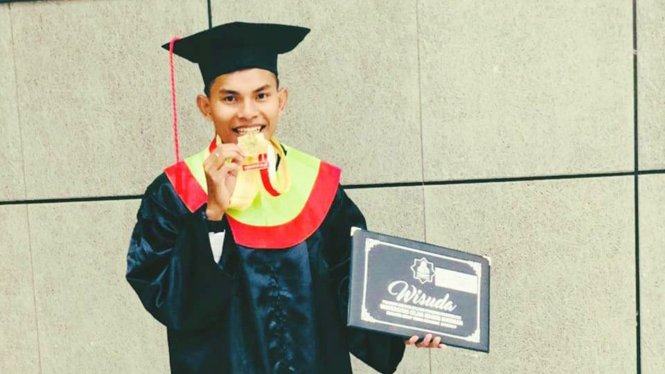 Rampungkan Kuliah Pascasarjana, Fathurrahman Staf PWNU NTB Raih Cum Laude