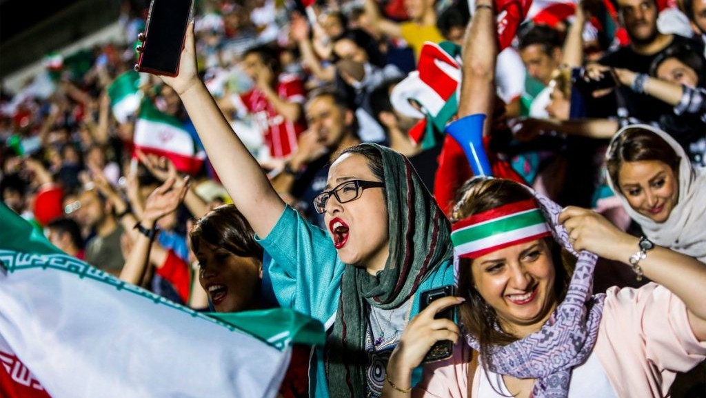 Perempuan Iran Kini Diizinkan Nonton Sepak Bola di Stadion