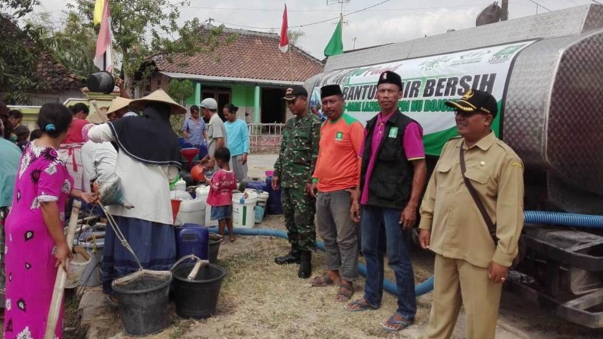 Kemarau, LPBINU Bojonegoro Bagikan Air Bersih