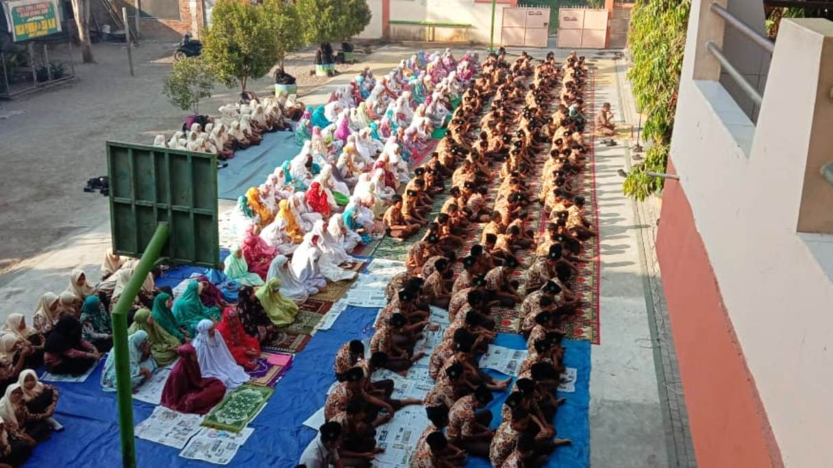 Ratusan Pelajar di Sidoarjo Gelar Tahlil dan Doa untuk BJ Habibie