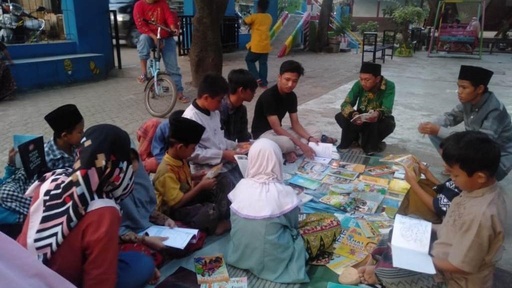 Gandeng Komunitas Literasi, Pelajar NU Mertapadawetan Cirebon Dongkrak Minat Baca Masyarakat