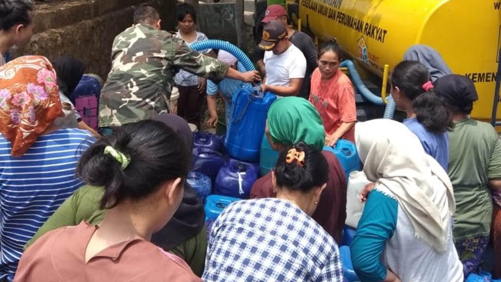 Bantuan Air Bersih NU Jatinegara Tegal Diserbu Warga