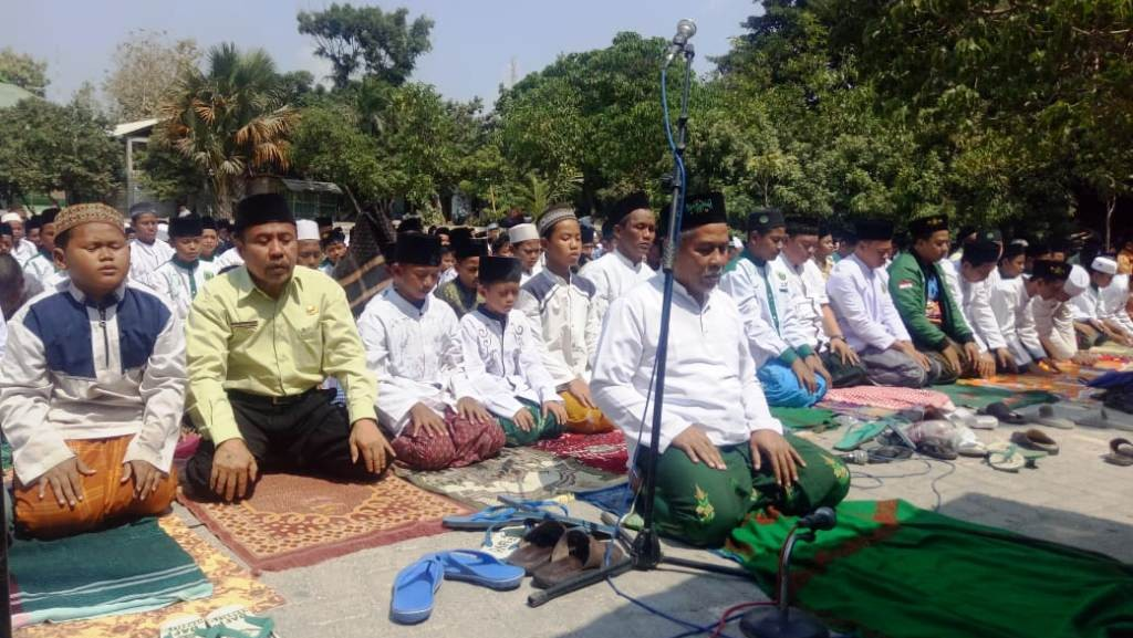 Ketua Nu Jatim Pimpin Shalat Istisqa Di Sela Madrasah Kader