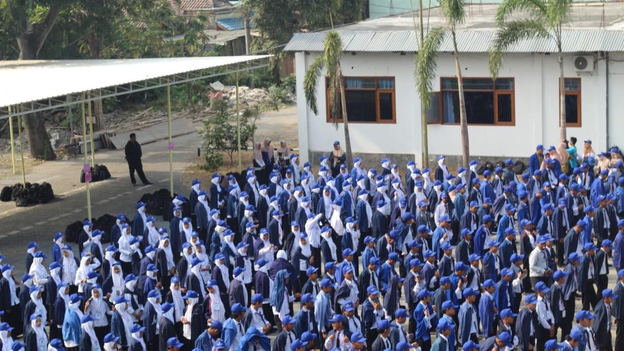 Sebelum Aktif Kuliah, Mahasiswa Baru Unwaha Baca Shalawat Serentak