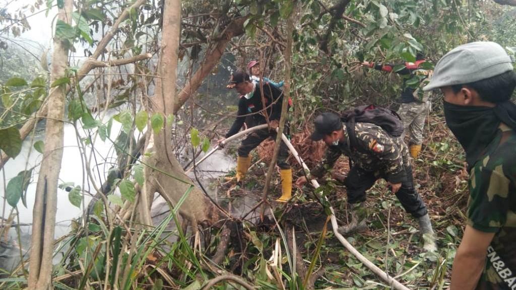 150 Banser Siak Padamkan Kebakaran Lahan di Pelalawan