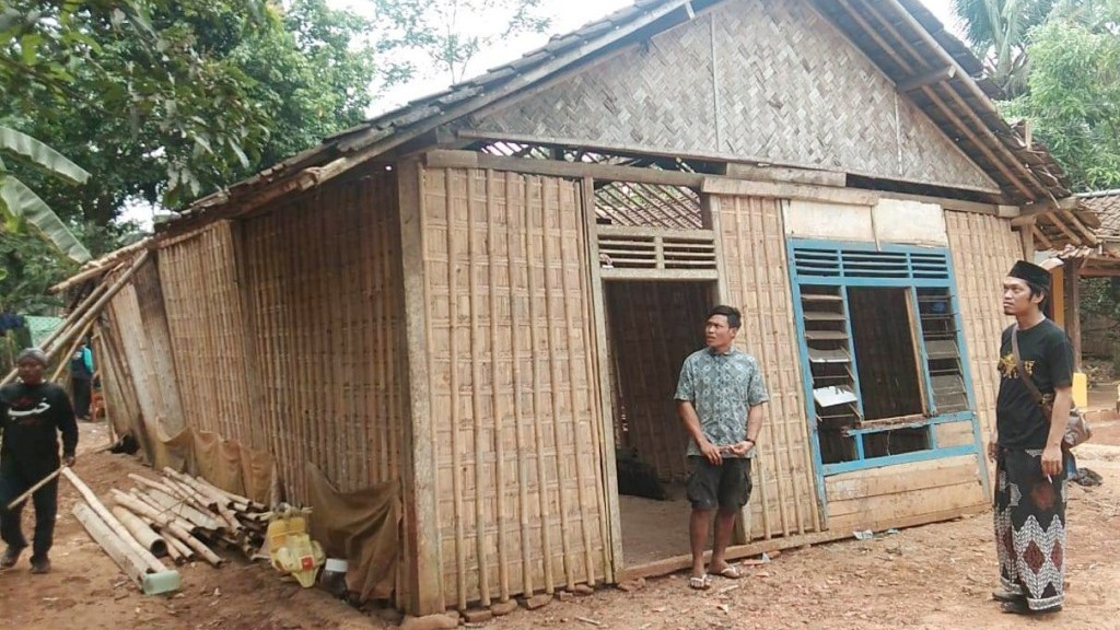 Lesbumi NU Pekalongan Galakkan Bedah Rumah Warga