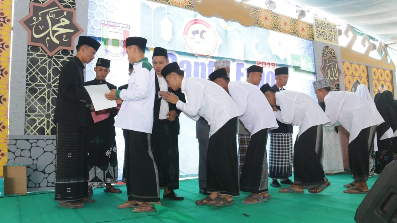 Ribuan Santri Hafidz Ikuti Wisuda Akbar Hari Santri di Pringsewu