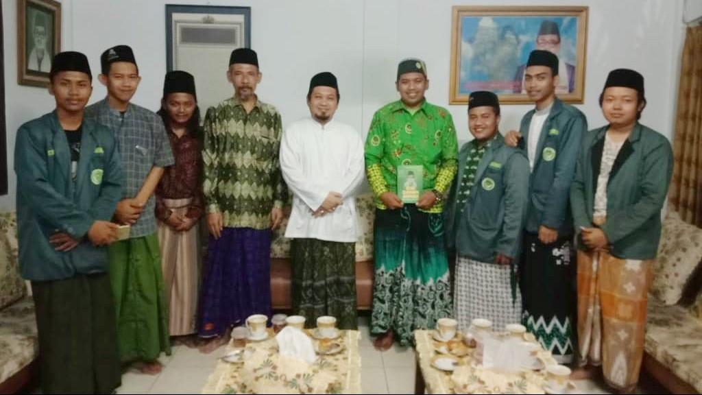 Kader IPNU Surabaya Jalan Kaki ke PBNU Sampai Bekasi