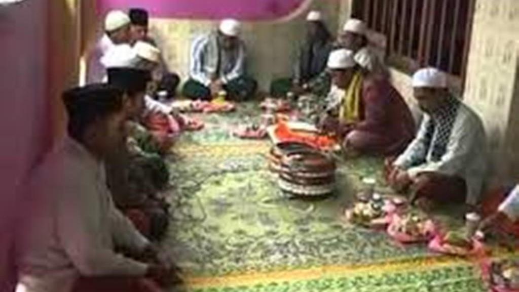 Tradisi Molang Areh Eratkan Harmoni Lintas Agama di Madura