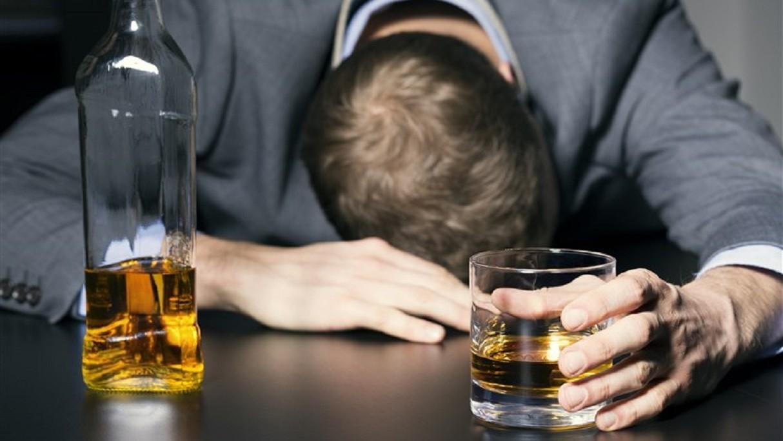 Khutbah Jumat: Haramnya Khamr dan Ancaman bagi Peminumnya