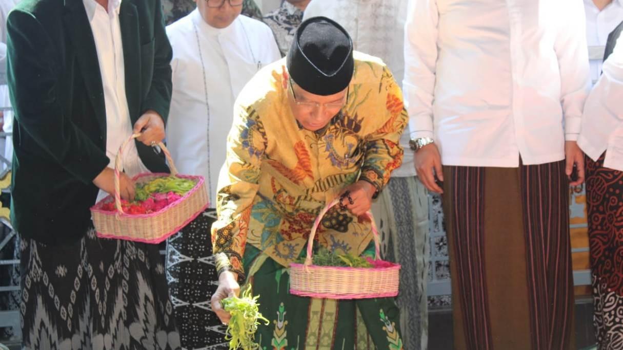 Ziarahi Makam Pendiri NU, Kiai Said Berharap NU Makin Kuat