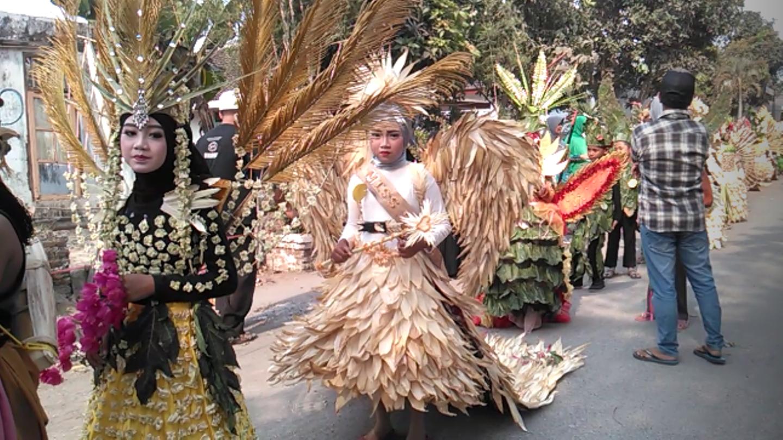 Sambut Hari Santri, SDNU di Jember Gelar Creative Carnaval