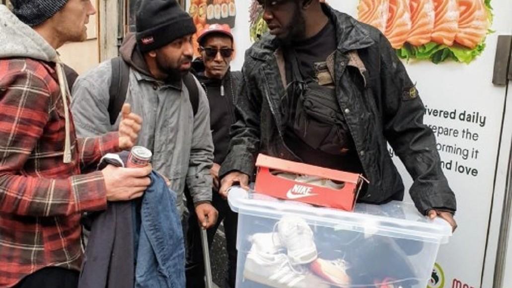 Muslim London Donasikan Ratusan Sepatu Bermerk untuk Tunawisma